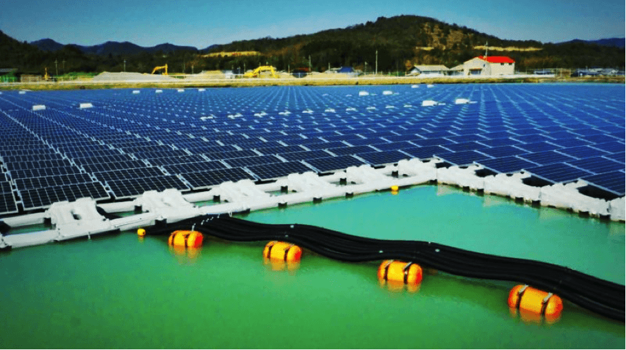 floating solar array in Japan
